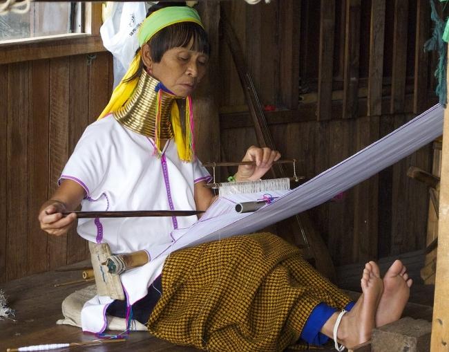 Norte de Thailandia y mujeres jirafa