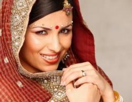 India para Mujeres con Holi y Dubai